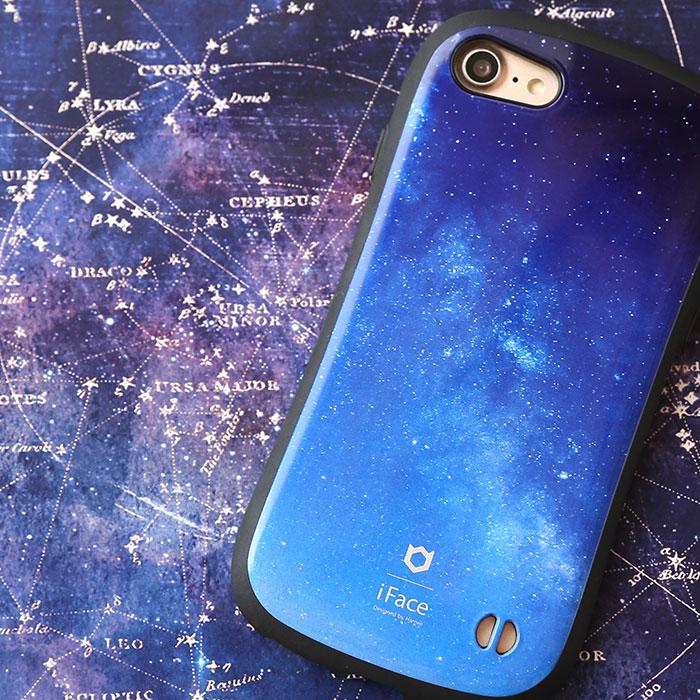 dc17727d44 夜空の淡くも深い青さと細やかな帯状に線を引く星々が特徴的。天の川は地球からも目視でとらえることができるので、馴染み深いですよね。きらめきをおさえたさりげない  ...